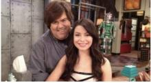 Dan Snyer with hands all over iCarly